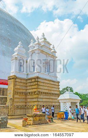 Discover Ruwanwelisaya Stupa