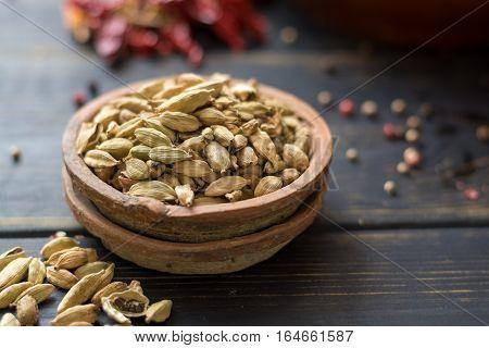 Raw Organic Cardamom Pods Ready to Use - ancient ayurveda medicine and tasty spice
