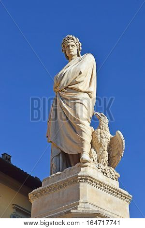 monument to Dante Alighieri ( italian florentine poet ) in front of the Basilica of the Holy Cross, Piazza Santa Croce, Florence, Italy