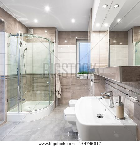 Spacious High-gloss Bathroom