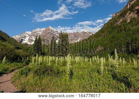 the scenic landscape of the maroon bells near Aspen Colorado