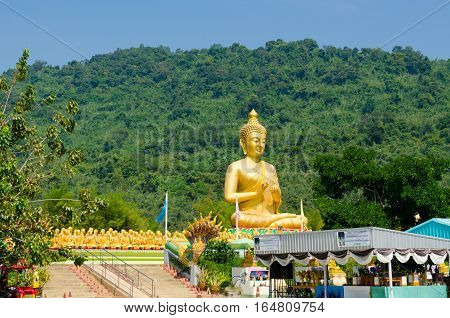 one thousand golden Buddha statues in the temple of Indochina