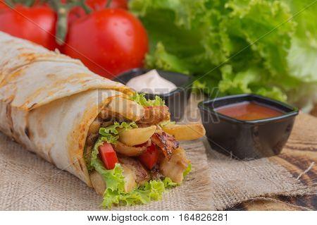 Grilled meat and vegetables tavuk döner lezzettli