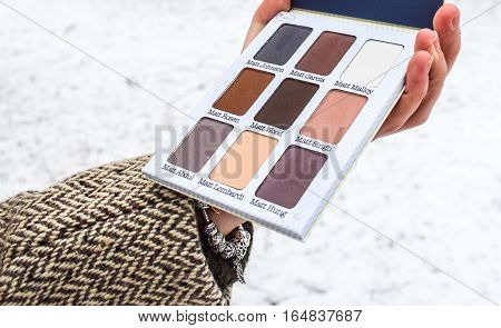 Makeup-Eyeshadow palette with matte nudes and neutral colours