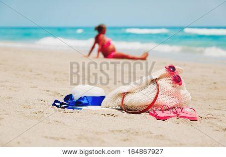 pregnant woman relax on beach, healty pregnancy