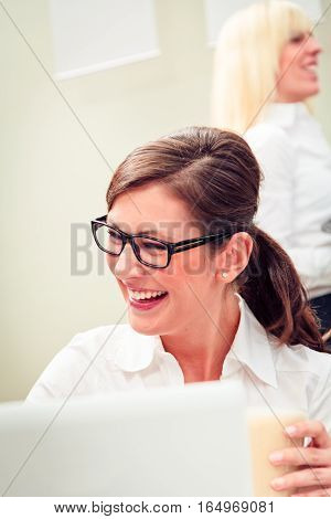 a young businesswoman is geting some work done over her breakfast in a cafe