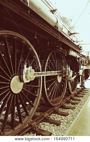 Detailed picture of an old steam locomotive.