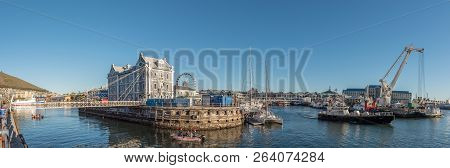 Cape Town, South Africa, August 9, 2018: Panotamic View Of The Clock Tower, Swing Bridge, And Histor