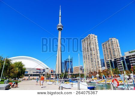 Toronto, Canada - Aug 29, 2012: Downtown Marina In Toronto With Landmark Cn Tower, Rogers Centre And