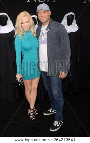 LOS ANGELES - SEP 4:  Mindy Robinson, Randy Couture at the