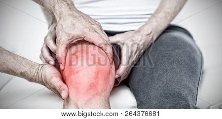 Highlighted pain against doctor examining his patients knee