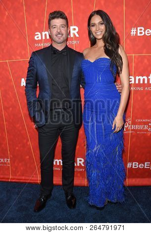 LOS ANGELES - OCT 18:  Robin Thicke and April Love Geary arrives to the amFar Gala Los Angeles  on October 18, 2018 in Hollywood, CA