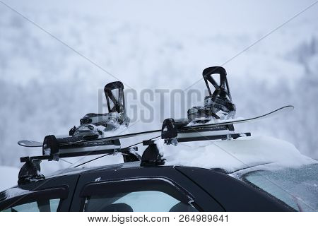 Car With Ski Rack On Top. Winter Sports Design Element , Travel By Car For Skiing And Snowboarding C