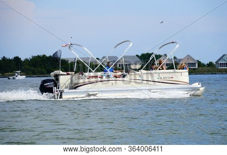 Bethany Beach, Delaware, U.s.a - September 2, 2019 - A Pontoon Boat On The Indian River Inlet During