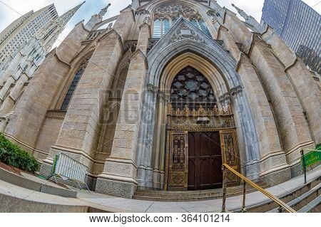 New York, Usa - March 6, 2020: Exterior Of Saint Patrick Cathedral Decorated In Neo-gothic Catholic