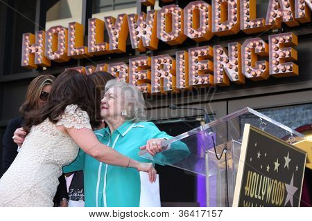 LOS ANGELES - AUG 22:  Valerie Bertinelli, Betty White at the ceremony for Valerie Bertinelli Hollywood Walk of Fame Star at Hollywood Blvd. on August 22, 2012 in Los Angeles, CA