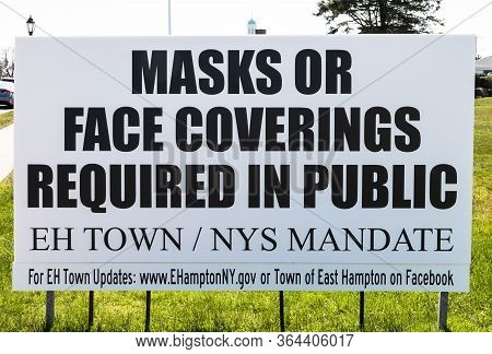 Montauk, New York, Usa - 25 April 2020: A Sign On The Side Of The Road Reads Mask Or Face Covering R