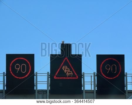 Electronic Led Road Signs Speed Limit 90 Km Per Hour And Congestion - Traffic Jam Warning In The Mid