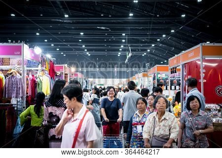 Bangkok, Thailand - December 21, 2019 : Unidentified Asian Woman Feeling Happy When Her Purchase A G