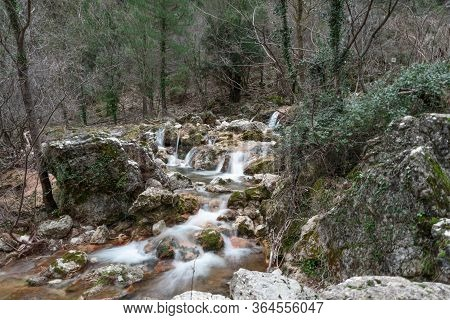 Corriente De Agua En El Arroyo Del Nacimiento Del Rio Mundo, Riópar, España
