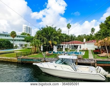 Fort Lauderdale - December 11, 2019: Luxury Mansion In Exclusive Part Of Fort Lauderdale Known As Sm