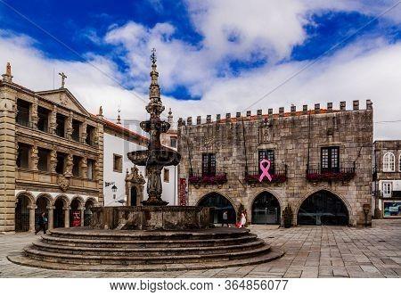 Viana Do Castelo / Portugal - October 4 2016: Fountain And Igreja Da Misericordia On Praca Da Republ