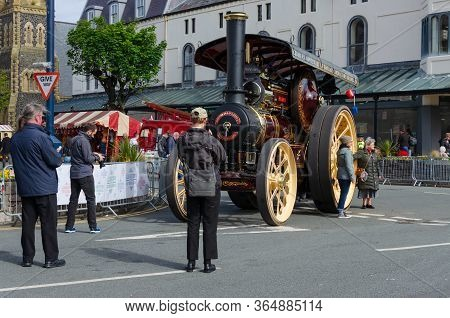 Llandudno, Uk : May 6, 2019: Photographers Take A Photograph Of A Traction Engine At The Victorian E
