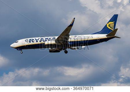 Budapest / Hungary - August 20, 2018: Ryanair Boeing 737-800 Ei-eny Passenger Plane Arrival And Land