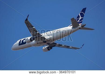 Budapest / Hungary - March 9, 2020: Lot Polish Airlines Embraer 175 Erj-175 Sp-lik Passenger Plane D