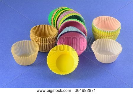 Different Kinds Of Muffin And Cupcake Cups With Parchment Paper Muffin Cups, Silicone Parchment Cups