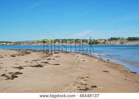 Berwick Upon Tweed, River Estuary, Sand And City Walls