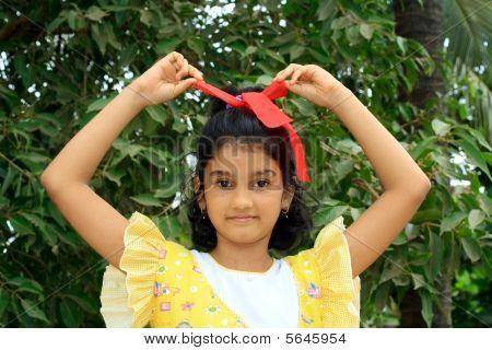 Mädchen Bindungsaufhebung in der Multifunktionsleiste