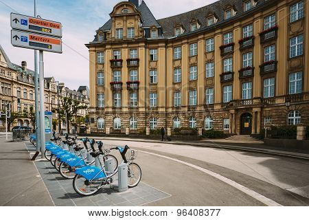 Bicycles for rent on a background of bank building Banque et Cai