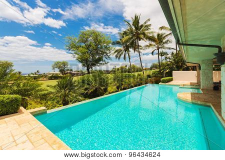 Beautiful Luxury Home with Swimming Pool