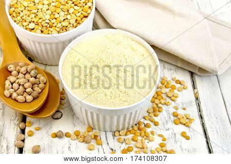 Flour Pea And Split Pease In Bowls On Light Board