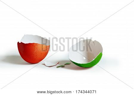 Double colored (italian flag reference) broken egg
