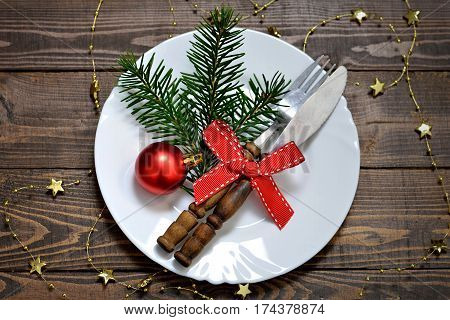 Christmas table setting: Decorated plate and silverware