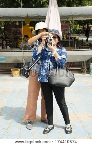 Thai Woman Training Old Women About Take Photo Golden Biggest Shakyamuni Buddha Statue