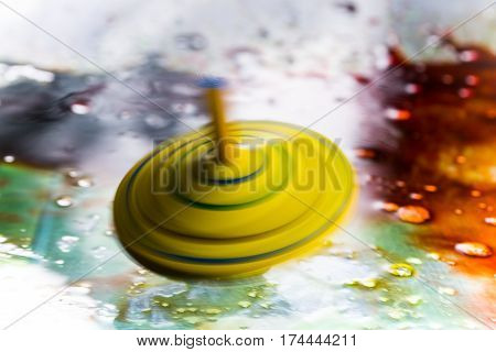 spinning top in yellow, conceptual, speed, yellow spinning top