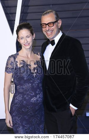 LOS ANGELES - FEB 26:  Emilie Livingston, Jeff Goldblum at the 2017 Vanity Fair Oscar Party  at the Wallis Annenberg Center on February 26, 2017 in Beverly Hills, CA