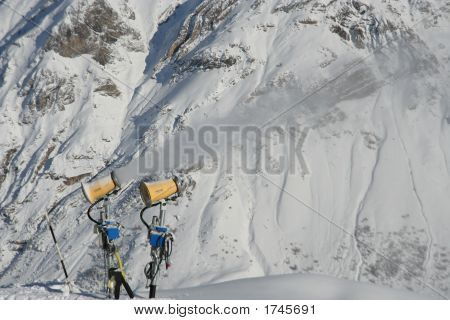 Artifficial snow machines