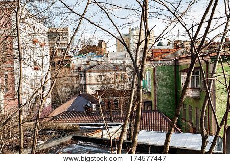 Through the branches of the trees of the old city of Kiev can see the roof.