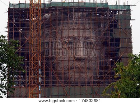 Hunan Province, China - Oct 16, 2009: The Final Phase Of Construction Of Giant Statue Of Youth Mao Z