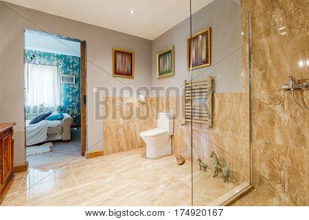 Main Bathroom Next To The Bedroom