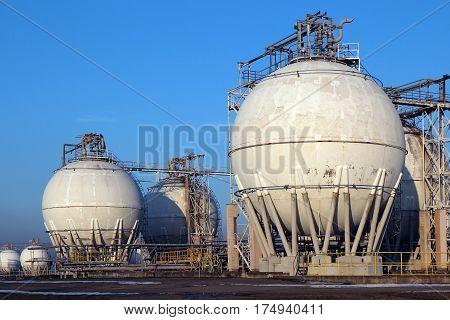 crude oil storage tanks in oil refinery backyard