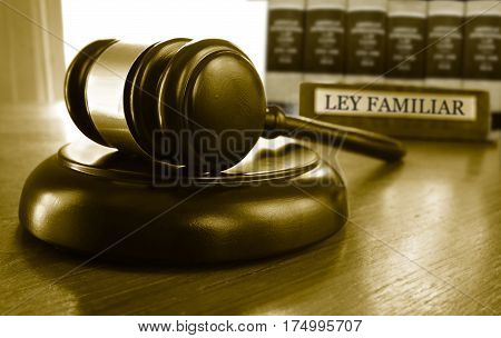 Judge's court gavel with Ley Familiar (Family Law) placard and law books
