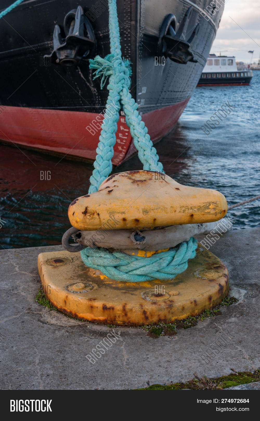 Bollard Mooring Ropes Image & Photo (Free Trial) | Bigstock