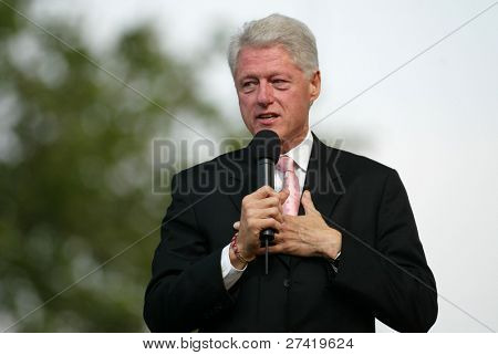 NUEVA YORK - 25 de junio: Ex Estados Unidos Presidente Bill Clinton habla en la mayor Nueva York Billy Graham Cru
