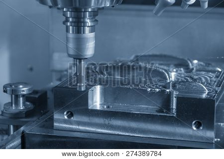 The  Operation Of Cnc Milling Machine .the Cnc Milling Machine Cutting The Mold Part With The Index-
