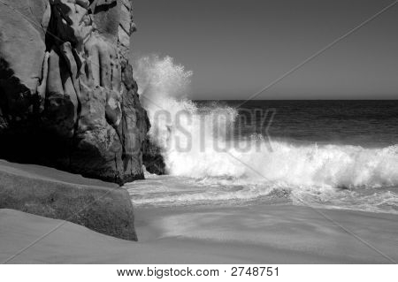 Waves Breaking In Cabo